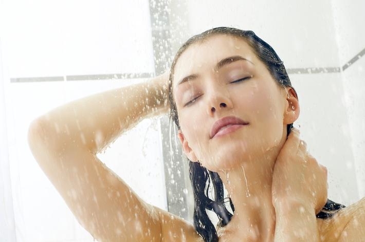 シャンプーで、抜けた髪を優しく優しく洗い流してあげてください
