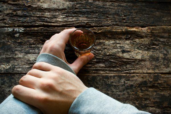寝違えを治すために飲酒も禁止
