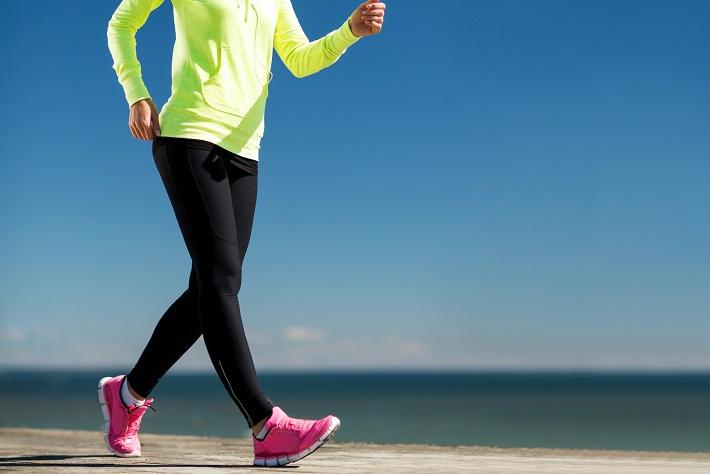 歩幅が自然と大きくなる「足裏ケア」4つのステップ
