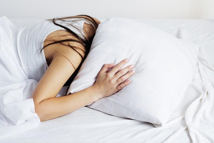寝苦しいこの季節。朝すっきり目覚めるための4つの対策