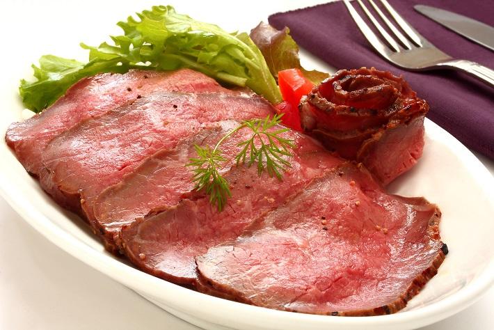 「野菜はやせる」は迷信!? 肉や魚こそダイエットには大事