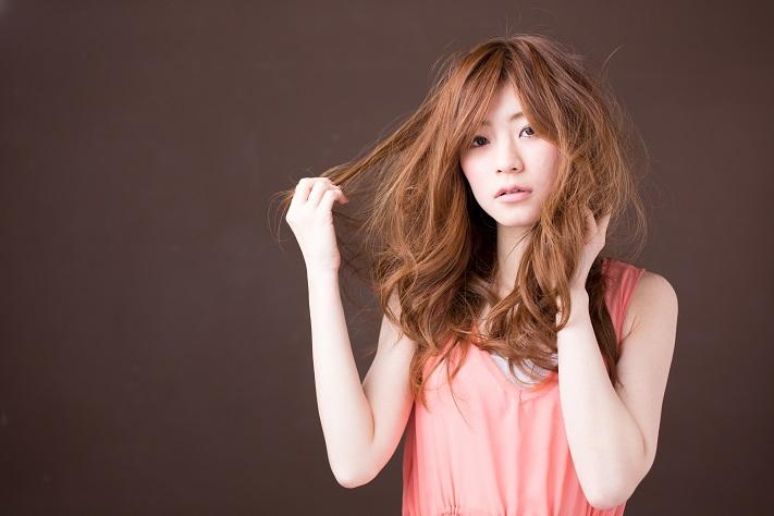 この時期ひどくなる「髪のパサつき」や「静電気」を予防する4つの対策