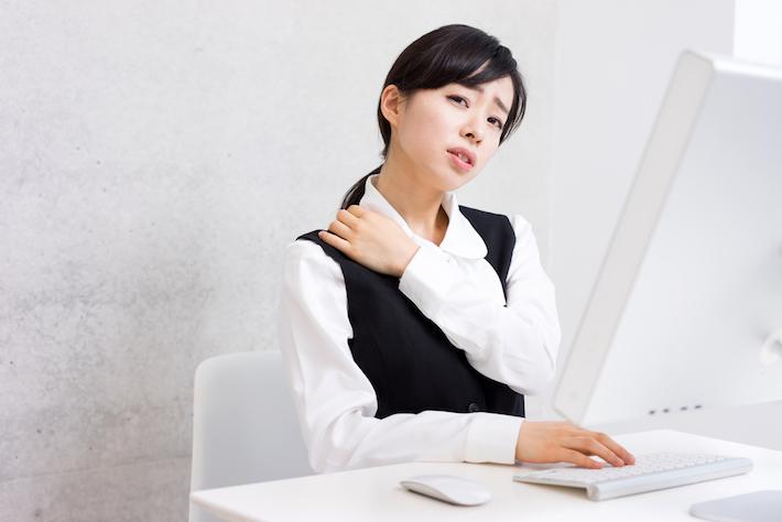 筋肉の低下や緊張が原因? 頑固な肩こりのお悩みを日々のケアで予防&改善!