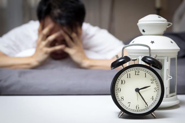 日本は世界一睡眠偏差値が低い? 理想的な睡眠時間と眠りの質