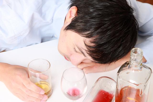 疲労回復や睡眠の質にも影響。お酒の飲み過ぎには要注意!