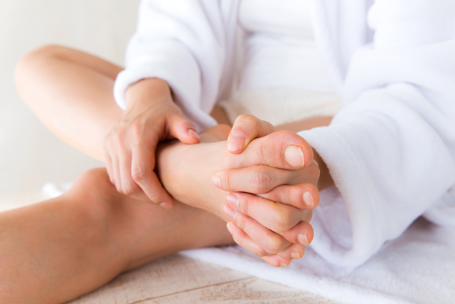とっても簡単。足指のストレッチ&足指運動