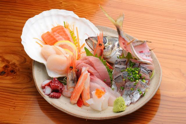 エビ、いか、たこのお刺身やアヒージョ、牡蠣料理を一緒に